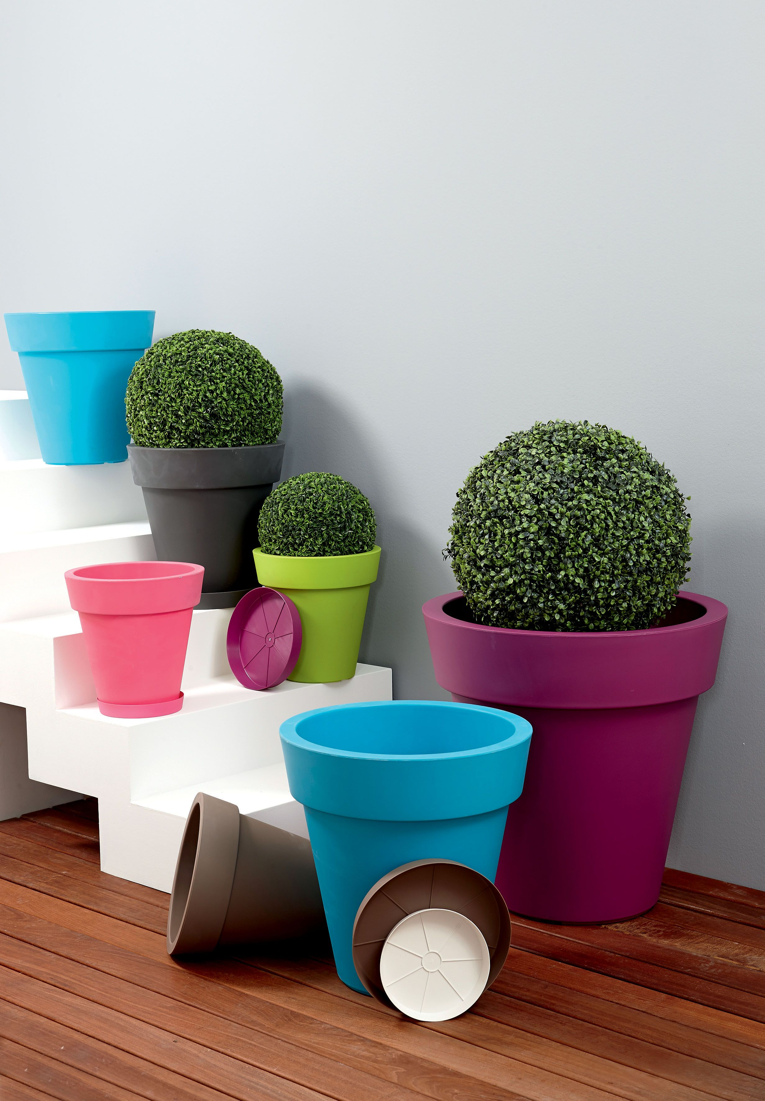 Gros Pots Colores De Jardin Centrakor Gros Pot De Fleur Pot De Fleur Exterieur Amenagement Jardin