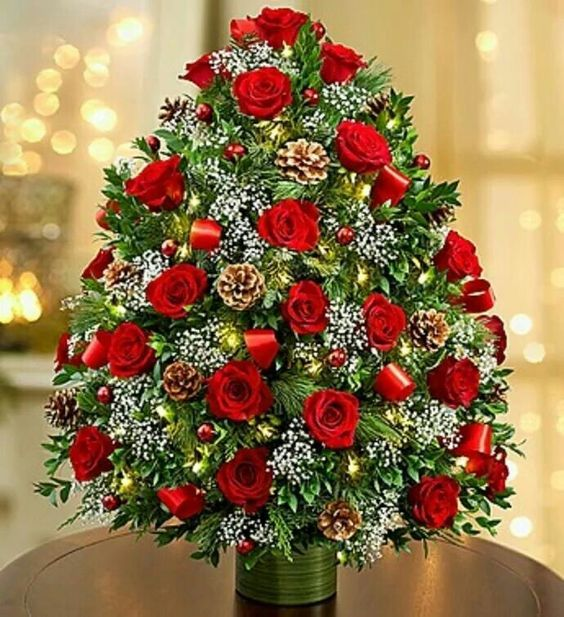 20 Chic Christmas Flower Arrangements