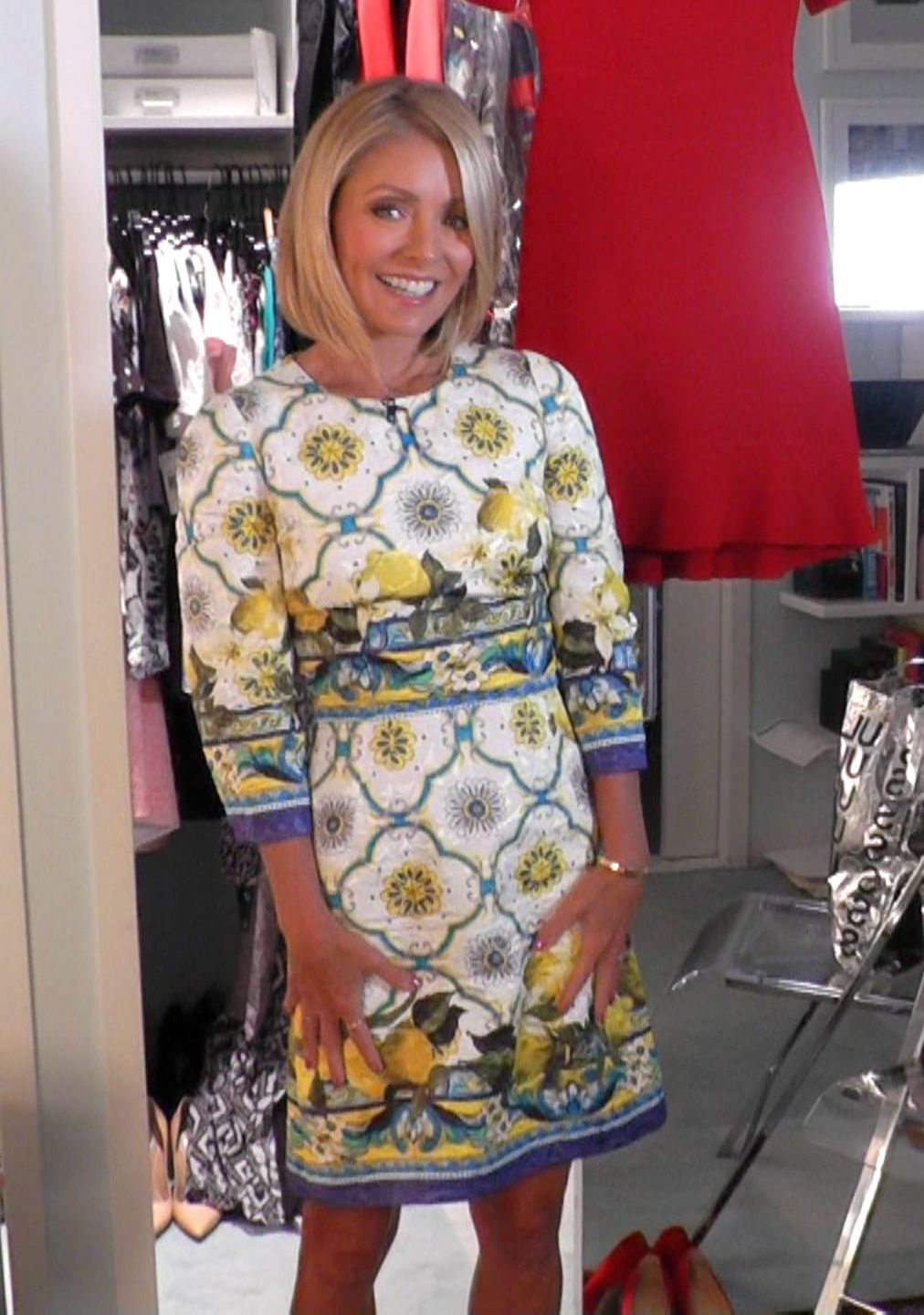 Today Kelly Ripa Wore This Gorgeous Dolce Amp Gabbana Dress