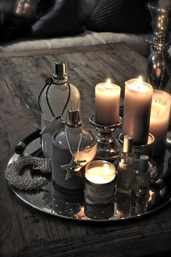 Dekoideen Wohnaccessoires Servierbrett Silber Kerzen