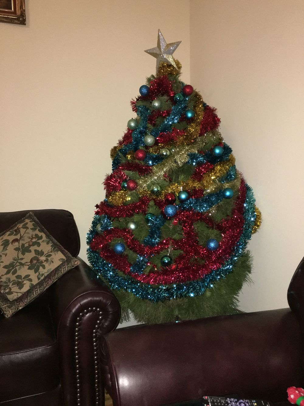 http://timethiefblog.wordpress.com  www.its-a-gem.net  #christmastree christmas #palace  #home decor #home #homedecor #lifestyle  #lifestyle #queen #royal #royalty #luxury #vase