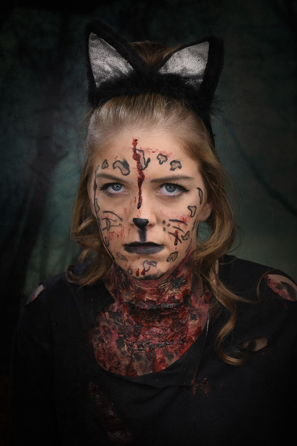 Easy DIY Halloween makeup idea by cosmetology student