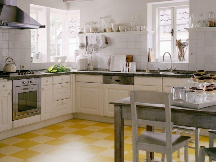 bodenbelag küche linoleum farbig weiße küchenschränke rustikaler ...