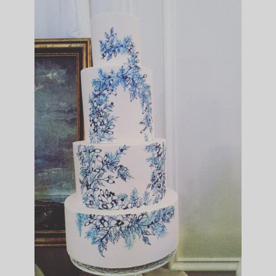 great vancouver florist @cakeandgiraffe @blingbridalshow Lots of beautiful cakes at bling bridal show. #cake #weddingcake #cakeflowers #cakedesign # blingbridleshow #wedding #weddinginspiration #vancitywedding #inspirationalweddings #instaflower #dushanflowers #fashion #style #cackandgiraffe by @dushanflowers  #vancouverflorist #vancouverwedding #vancouverweddingcake #vancouverflorist #vancouverwedding #vancouverweddingdosanddonts