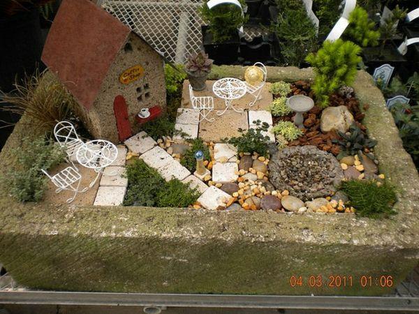 Miniatur Garten Gestalten Märchenhaft Häuschen Patio Möbel ... Garten Mit Patio Gestalten