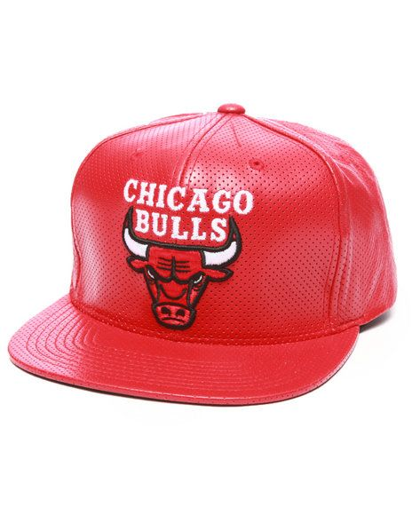 c6ead025d3c Mitchell   Ness - Chicago Bulls NBA Current Perforated 100% Leather Snapback  Hat