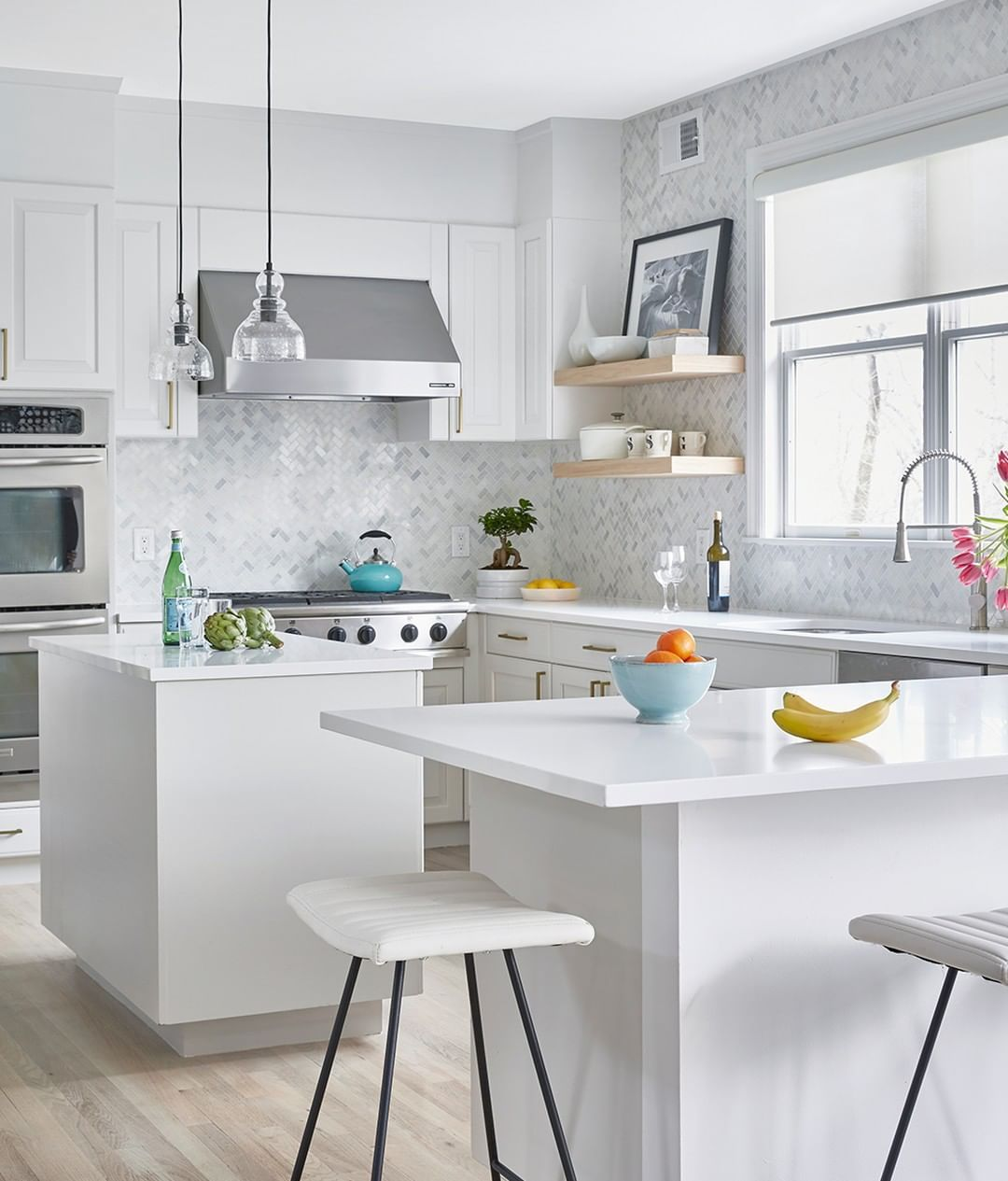 Caesarstone Us On Instagram A Kitchen This Clean And Pristine Requires Countertops To Match Designer Chasemackennainteri Kitchen Stools Countertops Kitchen