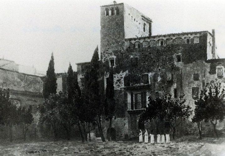 """Antic Monestir de Montsió (Barcelona). Al 1837 es converteix en la seu de """"la Sociedad Dramática de Aficionados"""" i un any més tard en el """"Liceo Filarmónico Dramático Barcelonés"""", orígen del Liceu de Barcelona, abans que s'ubiqués a l'actual espai de la Rambla"""