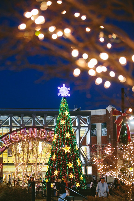 Ultimate Guide To The Holidays In Kansas City Christmas In America Holiday Christmas Travel