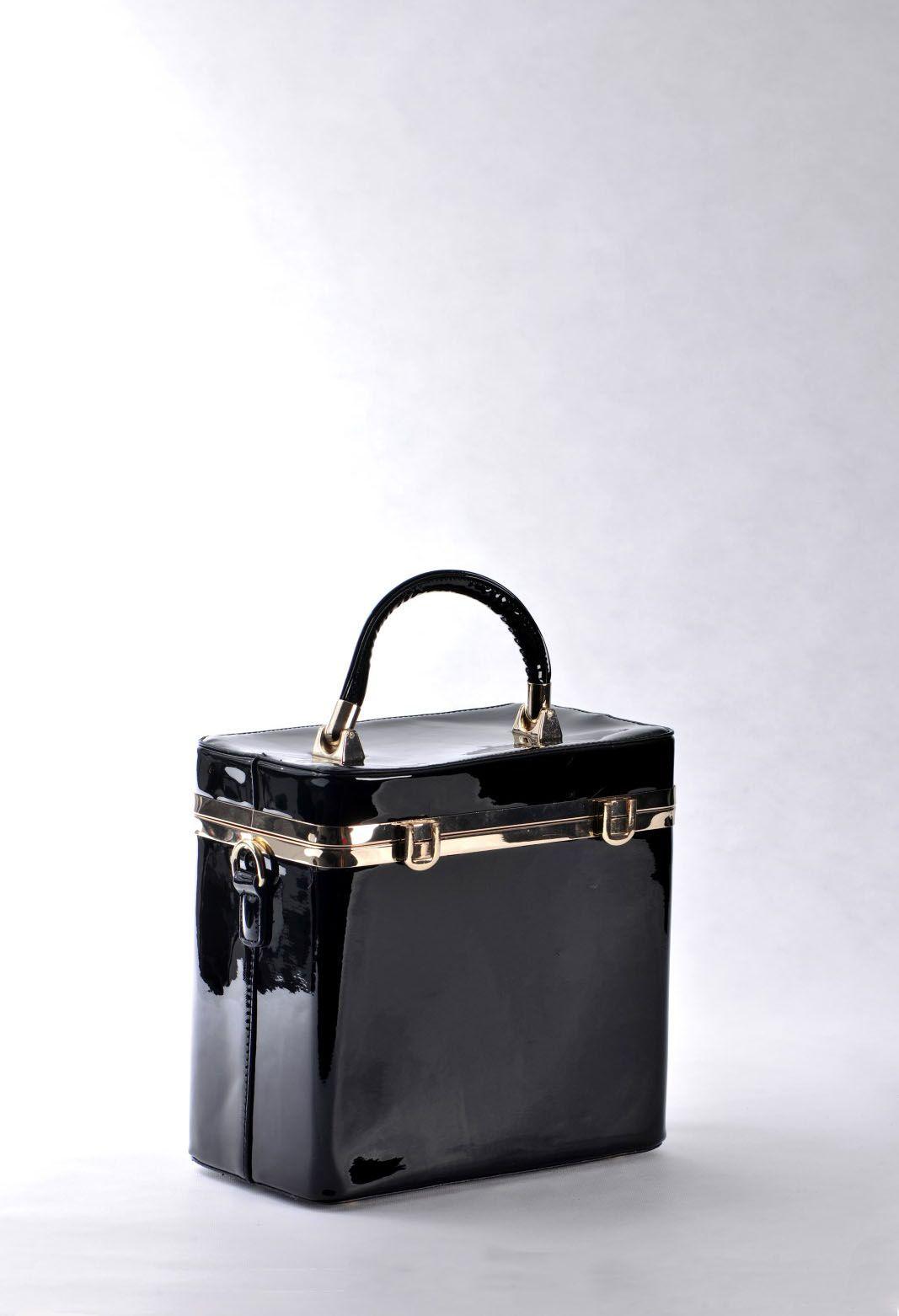 29985f21b84 Μαύρη Τσάντα Λουστρίνι, Ώμου – Χειρός, Τετράγωνη. Ιδιαίτερο, κομψό σχέδιο  με χρυσές λεπτομέρειες.