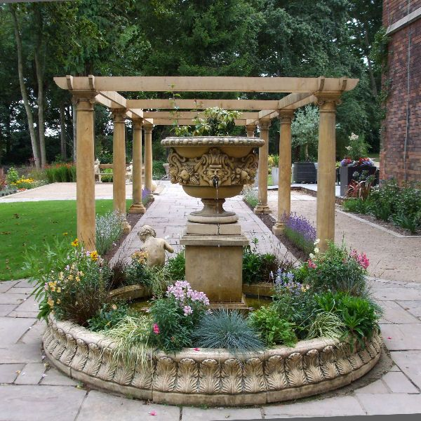 Exceptionnel Ragley Garden Stone Fountain With Circular Acanthus Leaf Surround