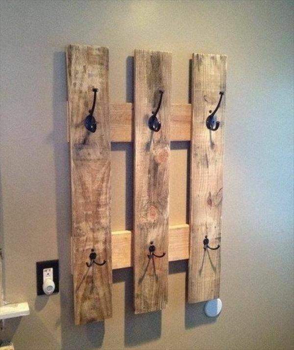 b timent avec tag re murale palettes construire vos. Black Bedroom Furniture Sets. Home Design Ideas