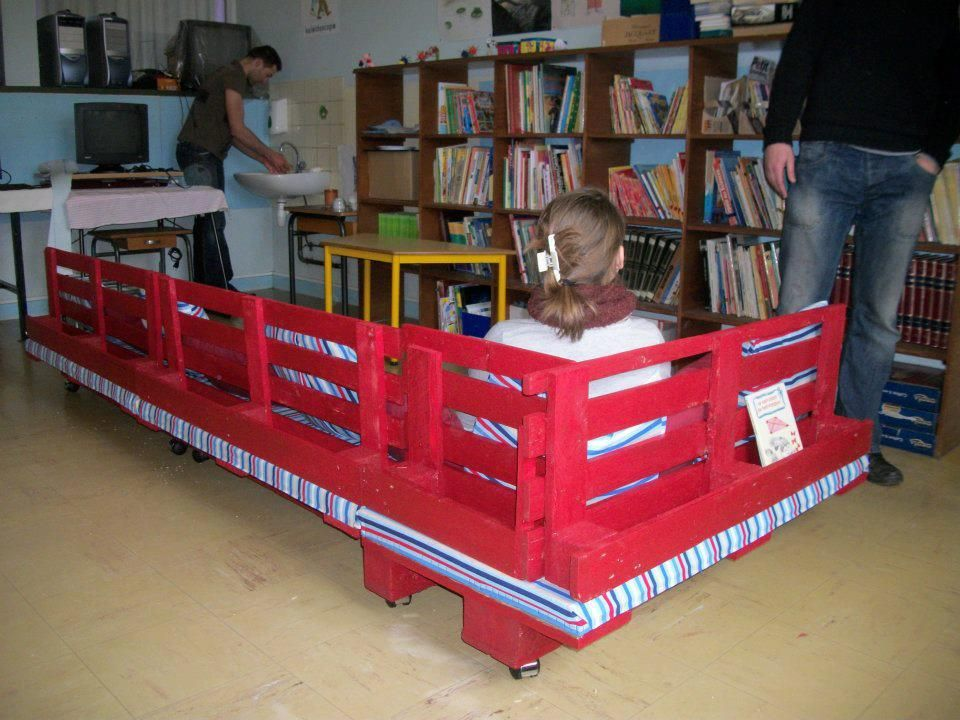 Superieur School Bench1 Pallet Reading Corner For A School In Store Kids Furniture  With Sofa School Kids Corner Bench