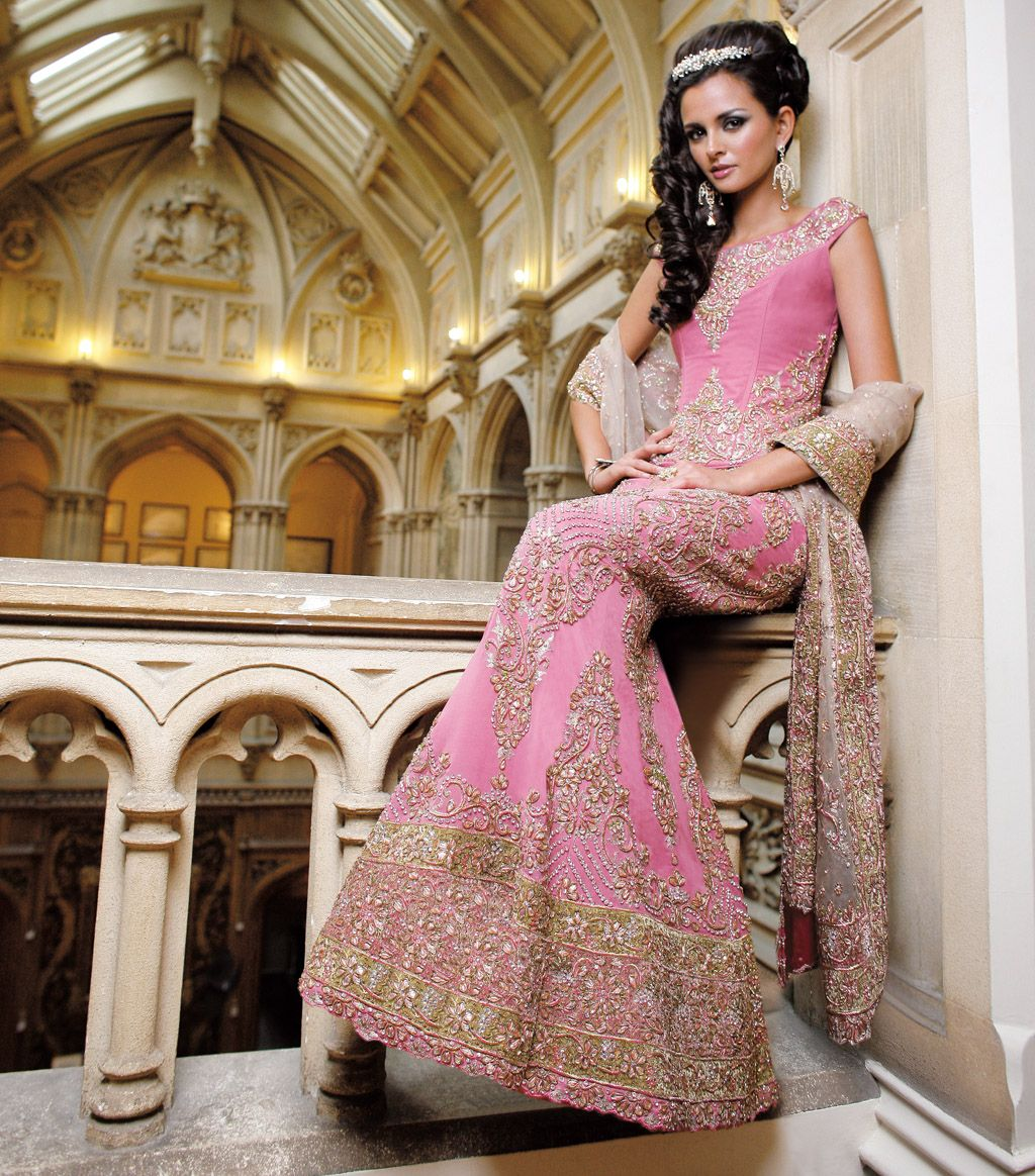 Baby Pink Gota Bridal | Henna night ideas | Pinterest