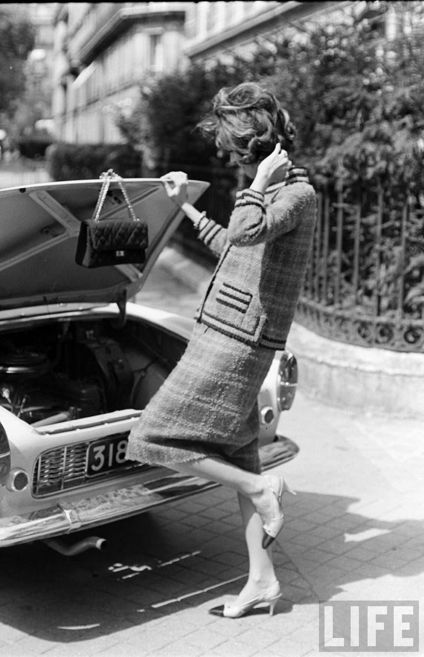 Chanel Look . 1961 . Photo by Paul Schutzer