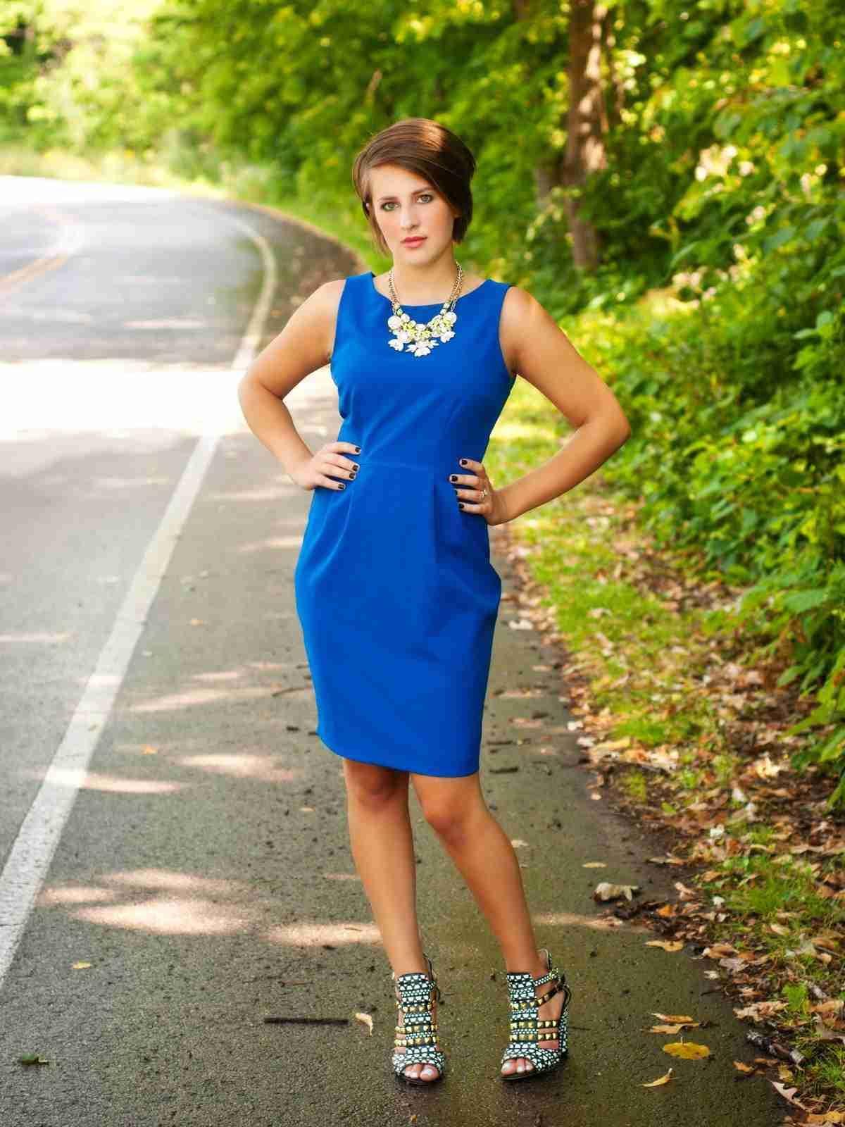 Que zapatos combinar con un vestido azul claro