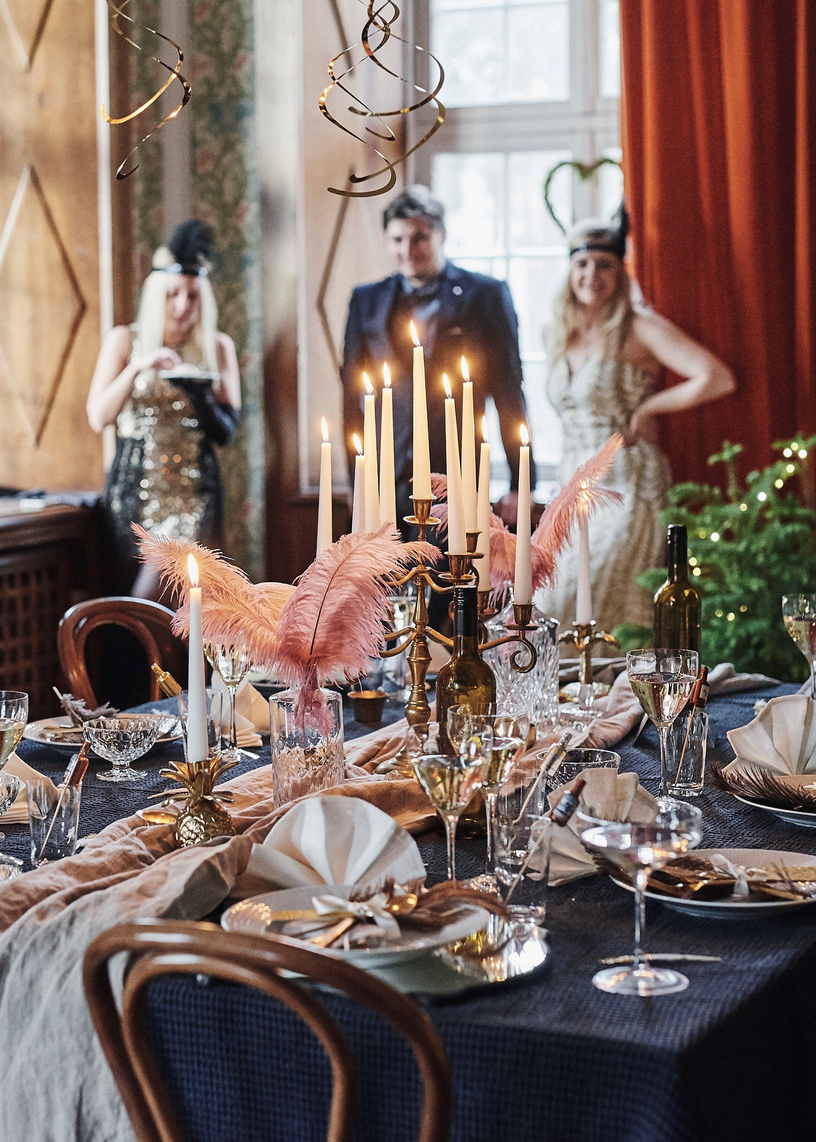 974db6bc302b En nyårsdukning i glammig Gatsby-stil in 2019   Nyårsdukning ...