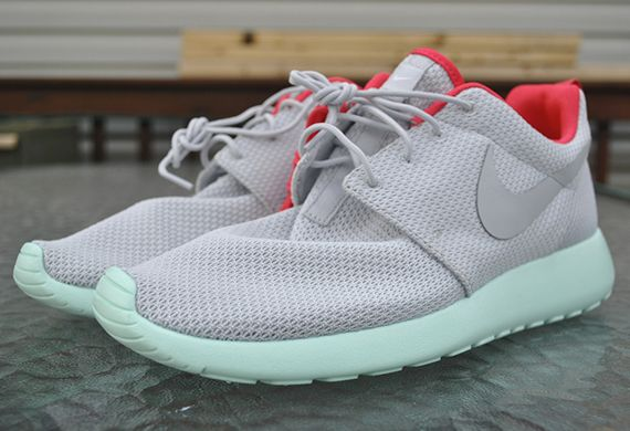 "Nike Roshe Run iD ""Yeezy 2″ Editions 