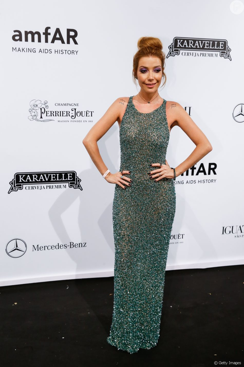 3e0e0ef0b Luiza Possi com vestido verde de pedrarias Fabiana Milazzo - AmfAR 2018