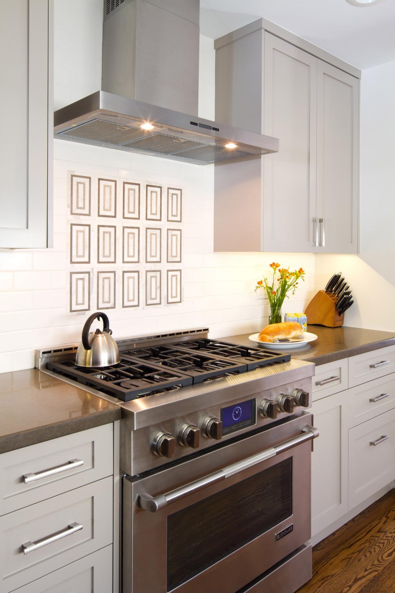 Sleek Range Hood In Transitional White Kitchen Kitchen Cabinet Styles Kitchen Renovation Design Building Kitchen Cabinets