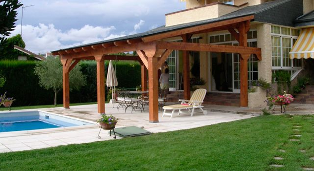 Porche en madera frente a piscina exteriores pinterest - Como hacer un porche ...