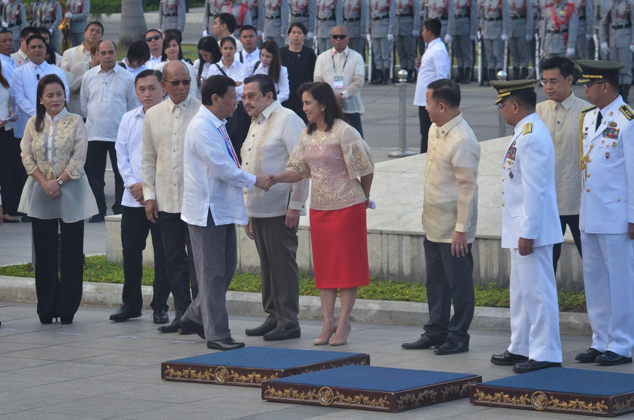 Handshake With Vp Leni Robredo President Of The Philippines Free Tuition Political Science