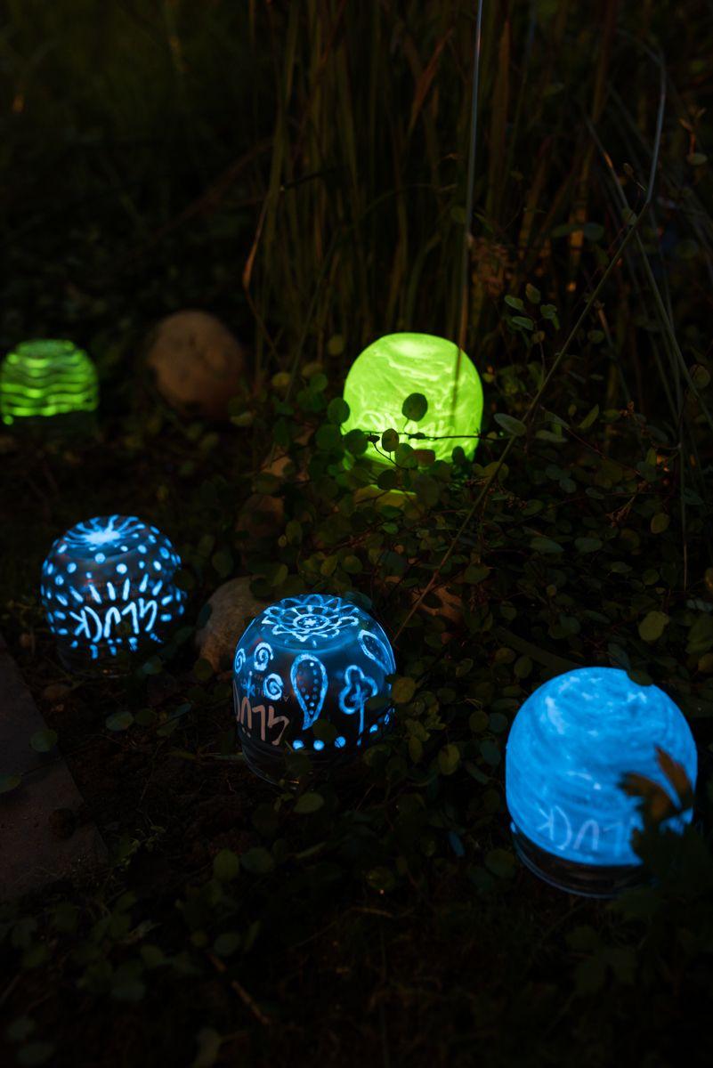 New DIY Gartendeko Mondscheinkugeln glow in the dark DIY upcycling glow in the dark Leuchtkugeln aus Marmeladen Gl sern als Deko f r den Garten
