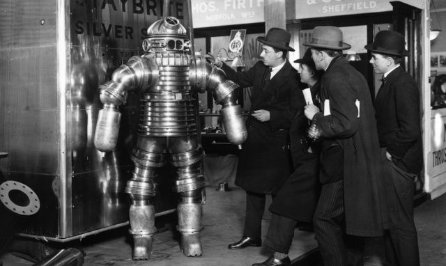 Mr. Peress with his new steel suit, made of Staybrite Silver Steel, at the Olmypia, London, 1925. (Photo by E. Bacon/Topical Press Agency/Getty Images)