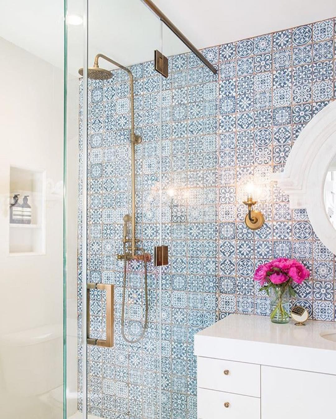 We\'re dying over this #blueandwhite tile – how stunning is this ...