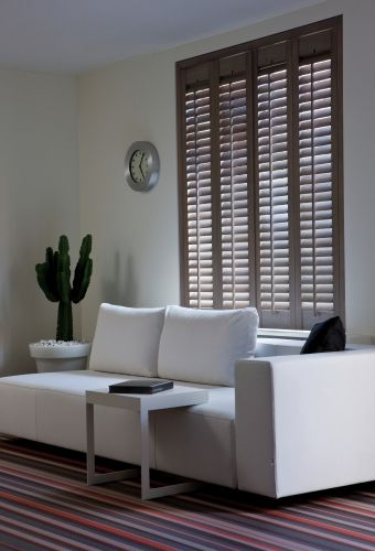 Woonkamer - Jasno Shutters & Blinds ... I want that steel side table ...