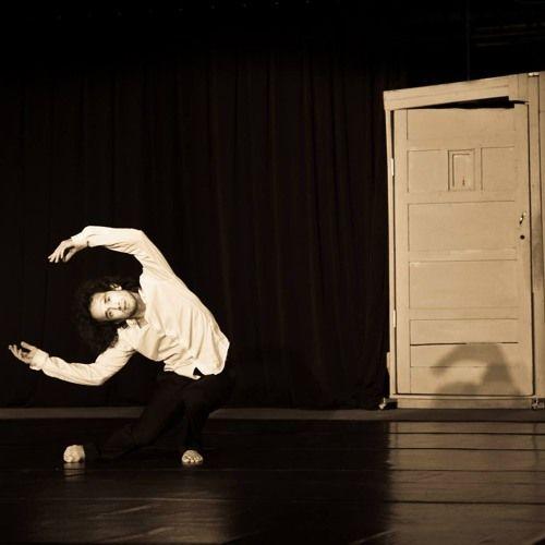 Esta entrevista fue hecha el día 13 de enero de 2016, será una serie dedicada a la manera de ver el entrenamiento de diferentes bailarines, coreógrafos, talleristas y maestros, de danza o entrenamient