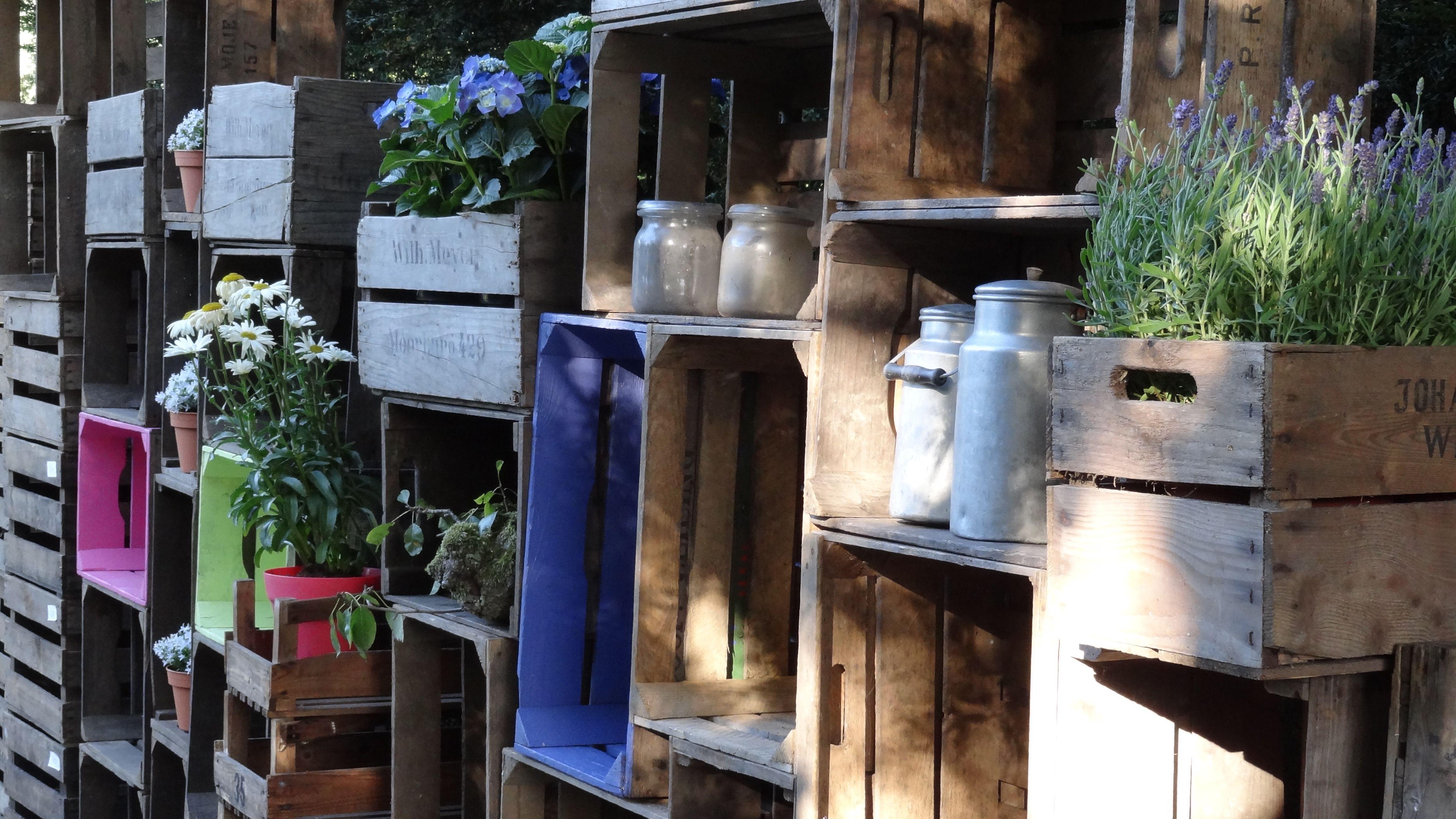 Kast van kisten in tuin ter decoratie landelijke kast van fruitkisten pinterest garden - Decoratie terrace ...