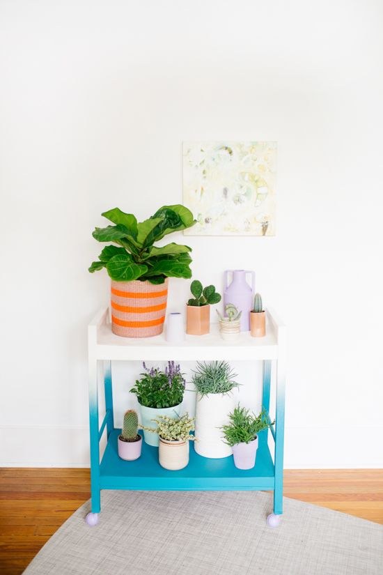 DIY // Rolling Ombre Plant Stand #DIY #crafts