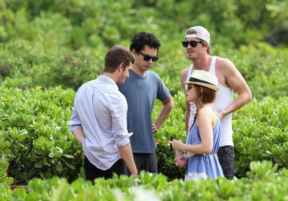 Kate Mara Photos Photos Kate Mara Chats With Her Boyfriend Max Minghella Kate Mara American Actress Rooney Mara