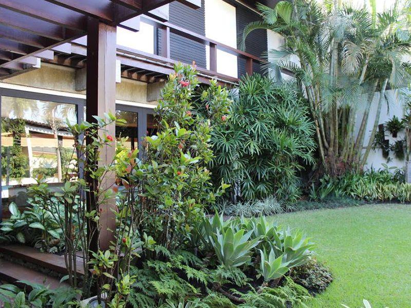 Para essa casa na beira da praia foram utilizadas plantas for Arbustos de exterior resistentes
