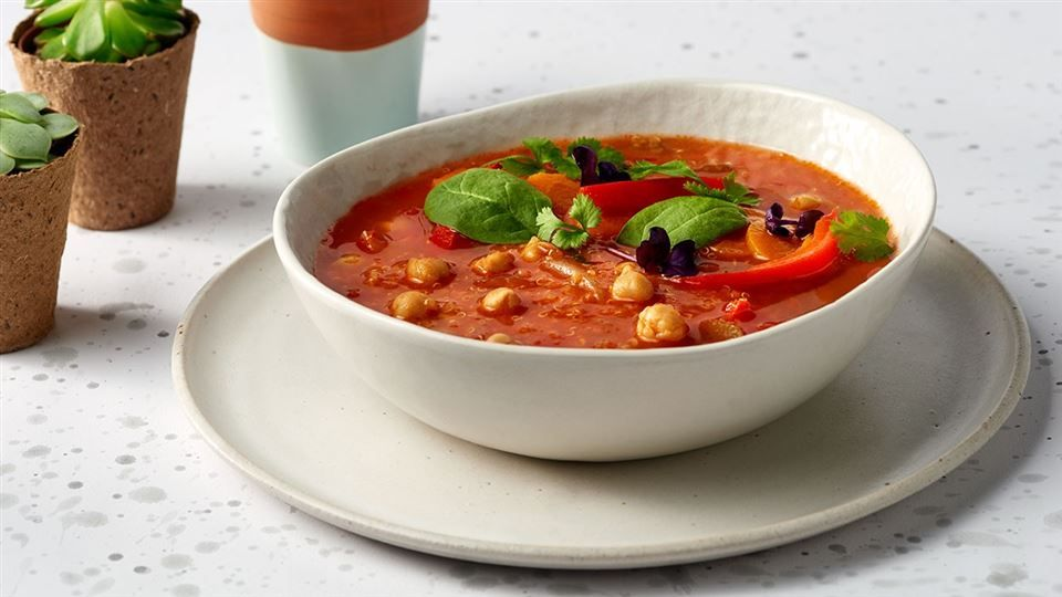 Zupa Z Mlodych Warzyw Z Ciecierzyca I Quinoa Przepis Recipe Chickpea Soup Chickpea Food