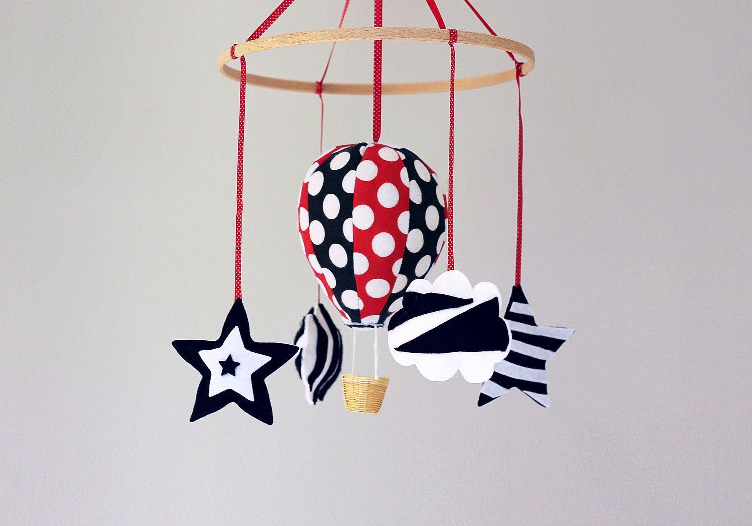 High Contrast Red White Black Baby Stimulation Development Newborn Mobile Baby Shower Gift Hot Air Balloon Mobil New Baby Products Balloon Mobile Doll Crafts