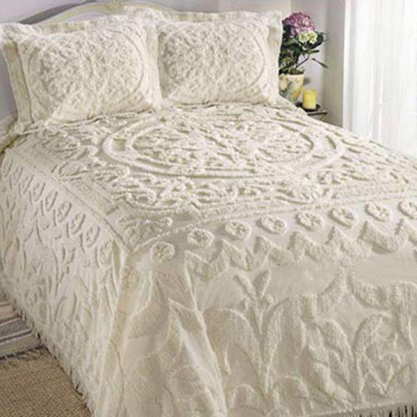 white chenille bedspread chenille pinterest maisons vintage linge de maison et le matin. Black Bedroom Furniture Sets. Home Design Ideas