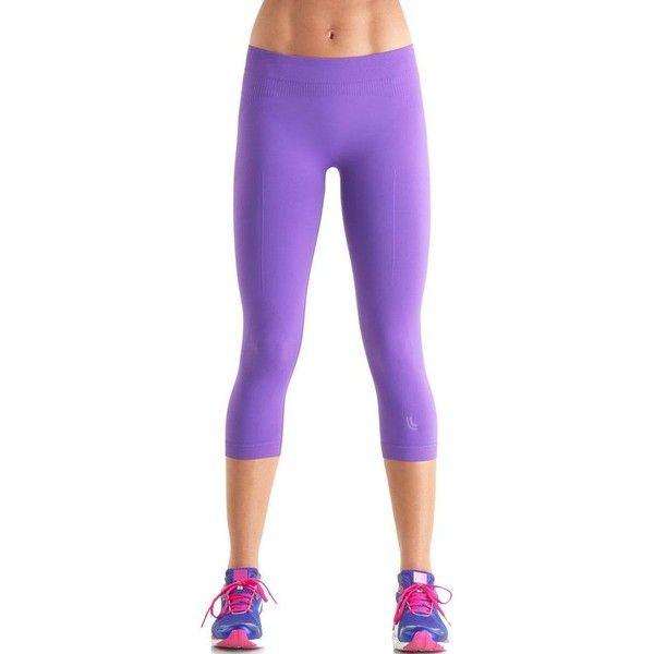 Women's Lupo Calca Corsario Compression Seamless Capri Yoga Leggings ($32)  ❤ liked on Polyvore