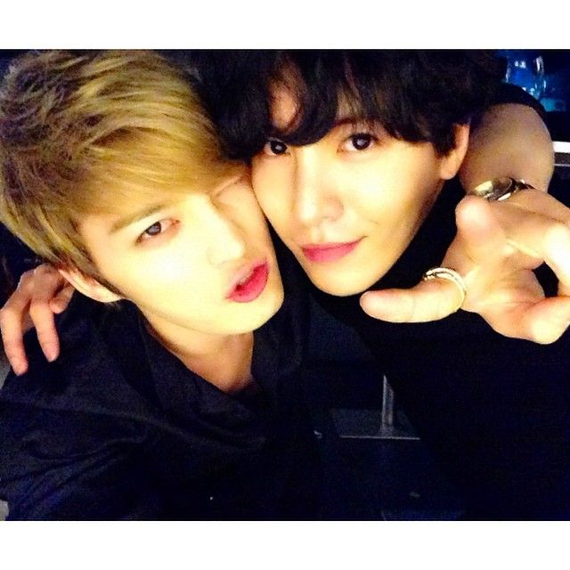 No Minwoo shares a new selca with JaeJoong
