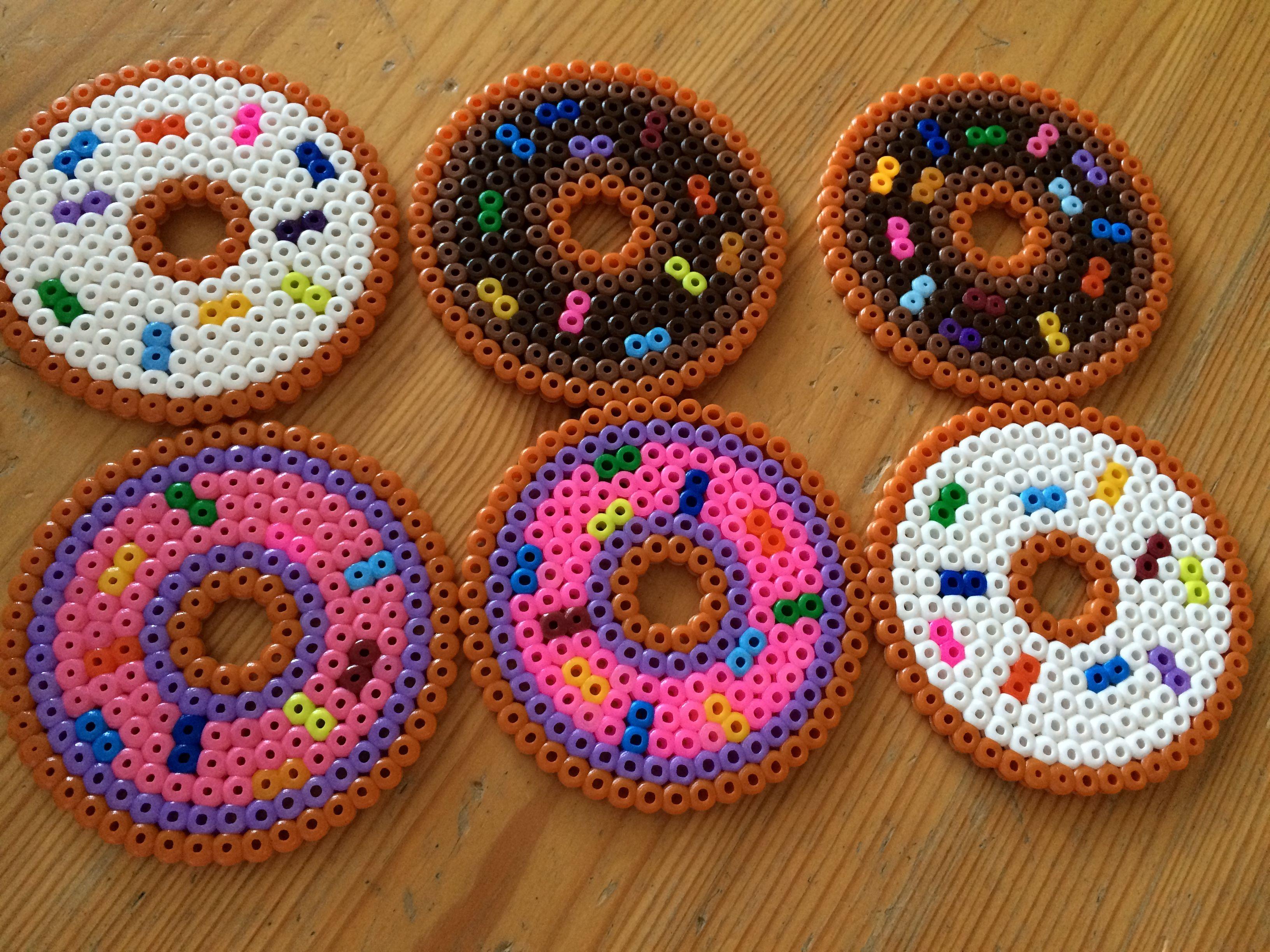 Bügelperlen - Untersetzer in Form von Donuts   Bügelperlen allerlei ...