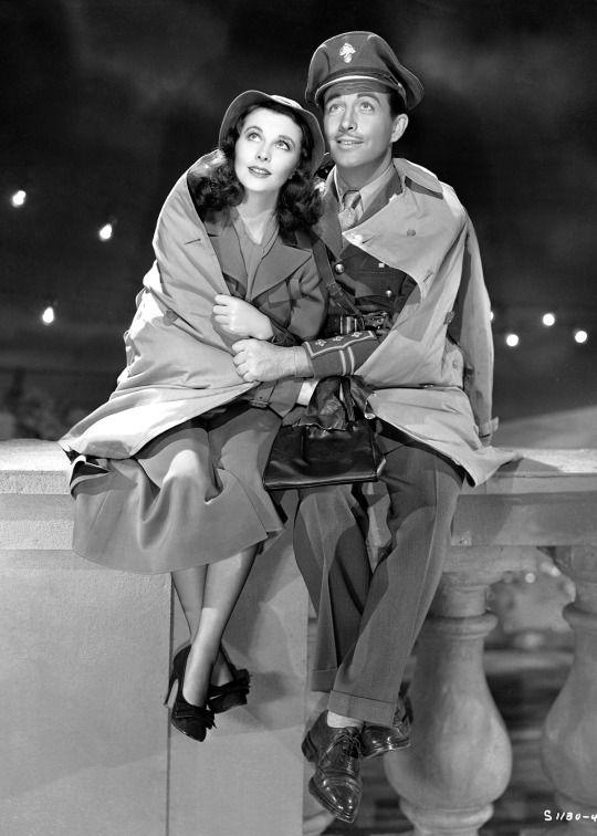 Vivien Leigh and Robert Taylor in WATERLOO BRIDGE ('40) #hollywoodgoldenage