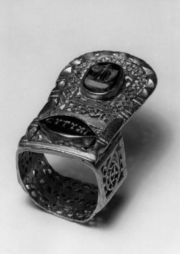 Wedding Rings Are Often Inscribed This Example Features Inscriptions In Several Languages One Cameo Of Th Ancient Greek Jewelry Ancient Jewelry Roman Jewelry