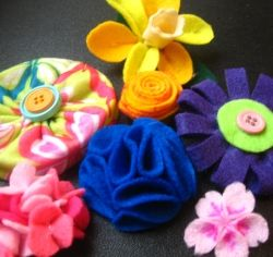 fun felt flowers ~ Bella will love this!