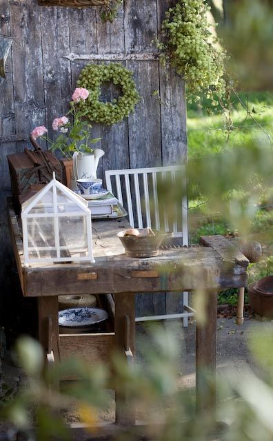 Werktafel bij de schuur