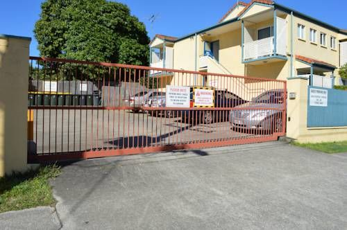 Tottenham Court Motel Brisbane Just a 5-minute walk from both Centro Buranda Shopping Centre and Princess Alexandra Hospital, Tottenham Court Motel features free WiFi, free secure parking and rooms with a balcony and a patio.