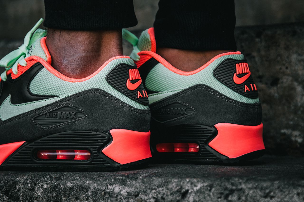 Nike Air Max 90 Essential Infrared Black Atomic Red