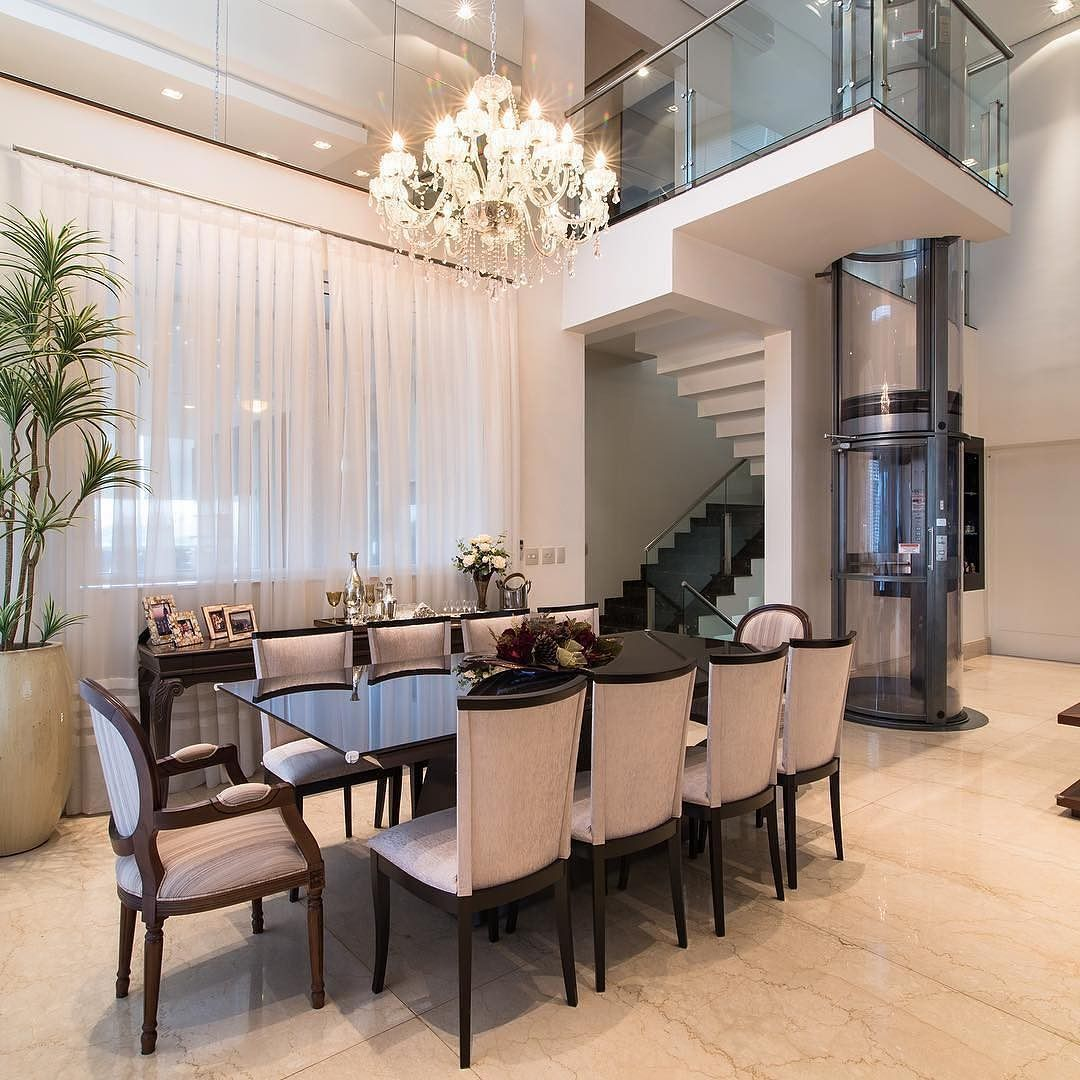 Speisezimmereinrichtung, Küche Und Esszimmer, Luxus Möbel, Ideen Fürs  Zimmer, Wohnzimer, Innenarchitektur, Esstisch, Übergang Kronleuchter,  Treppe, Hohe ...
