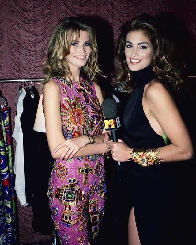 2018/05/24 00:09:26 Claudia and Cindy🔱 Backstage🔱 Follow @datewithversace 🔥 #claudiaschiffer  #cindycrawford #nadegedubospertus #naomicampbell #helenachristensen #karenmulder #yasmeenghauri #lindaevangelista #fashion #icon #fashiondesigner #fashionista #fashionblogger #naomicampbell #christyturlington #versace #vintage #versacetribute #vintagefashion #gianniversace #donatellaversace #lindaevangelista #claudiaschiffer #cindycrawford