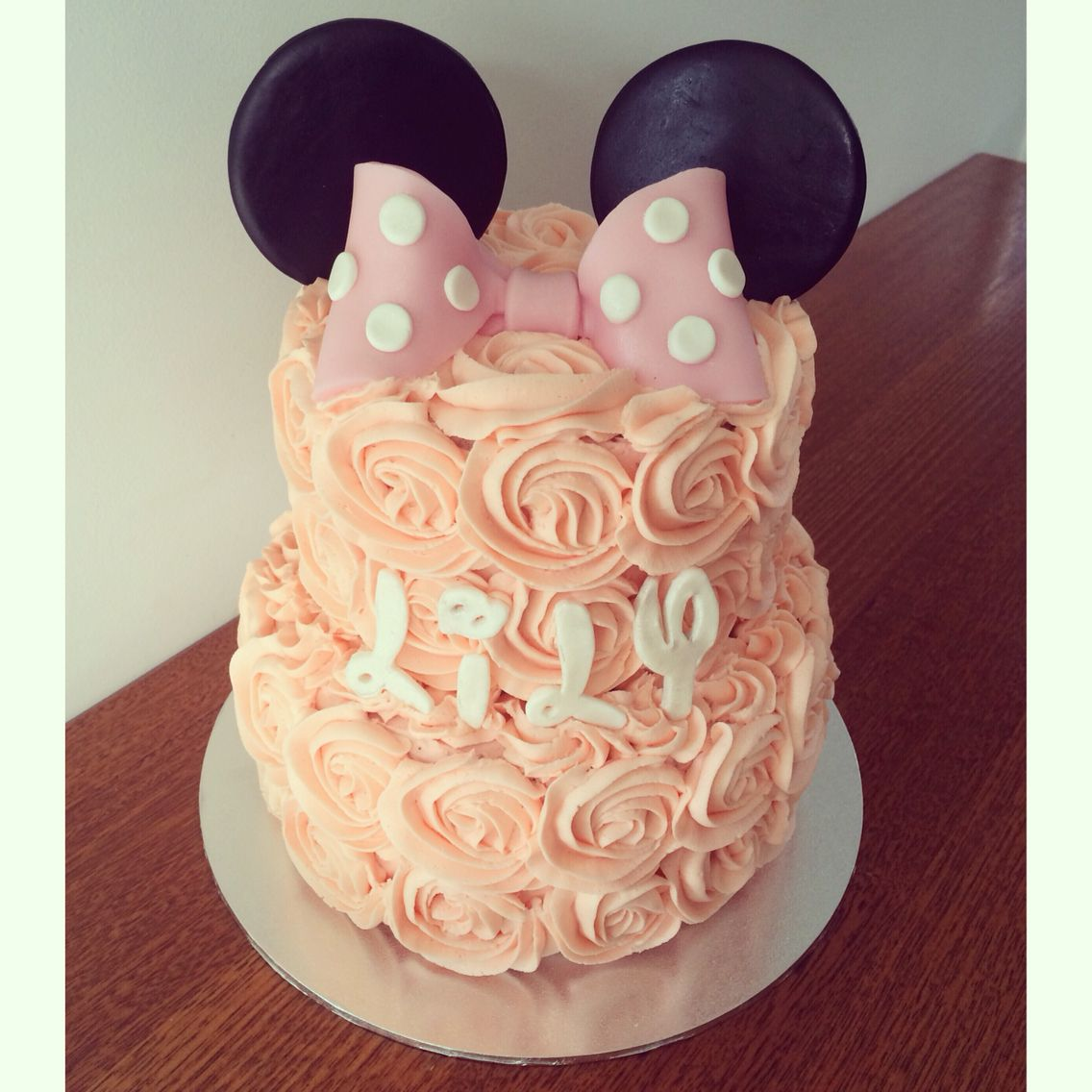 Minnie Mouse cake for a first birthday 6 vanilla cake with
